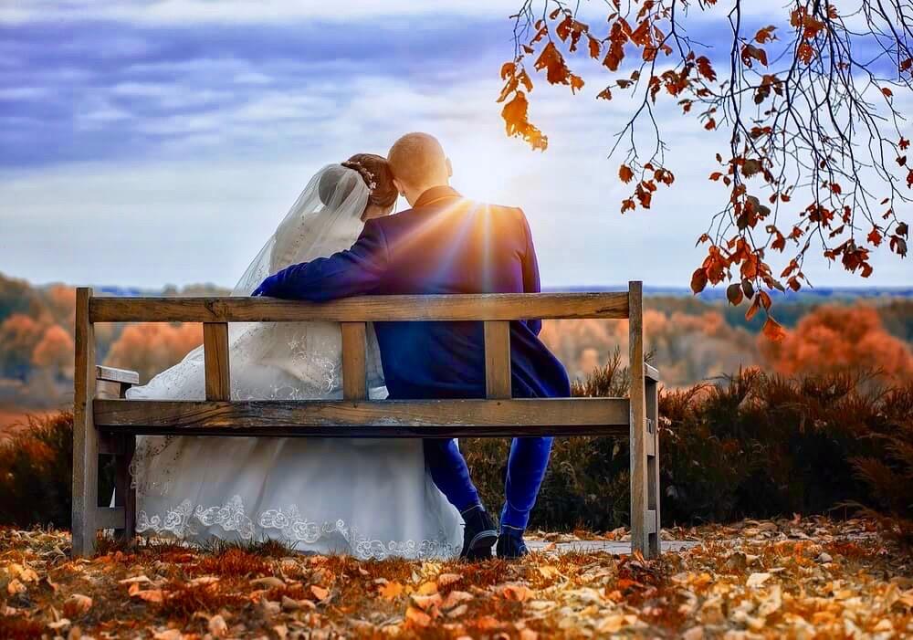 couple mariés banc